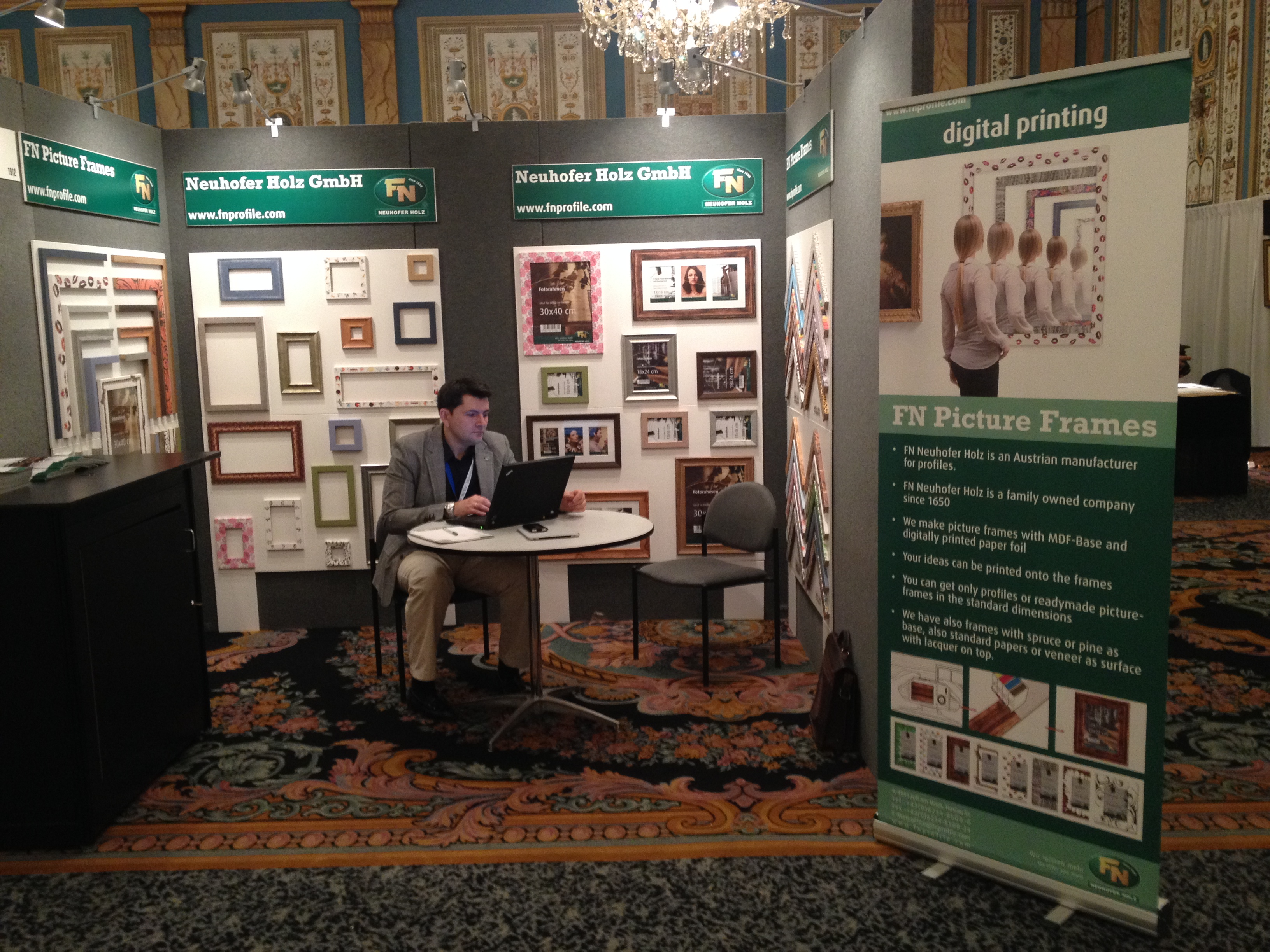 Presentation of the range of picture frames at the exhibition West ...